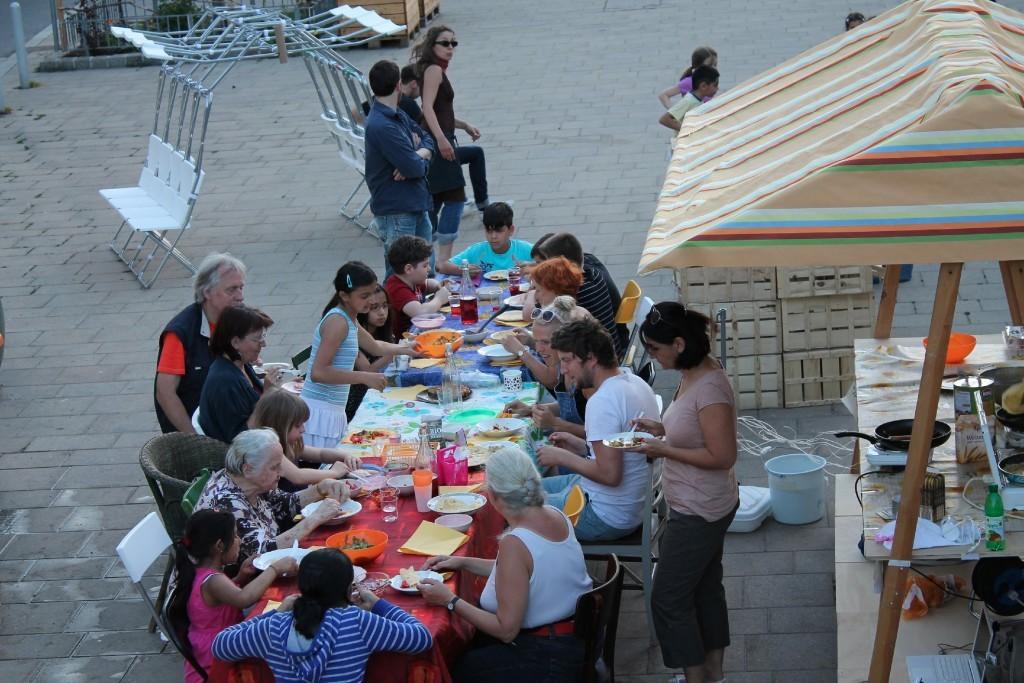 2012_oeffentliche-tafel-am-schwendermarkt-16.57.27-1024x683